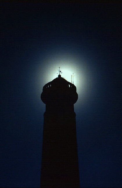 lighthouse_in_darkness.jpg